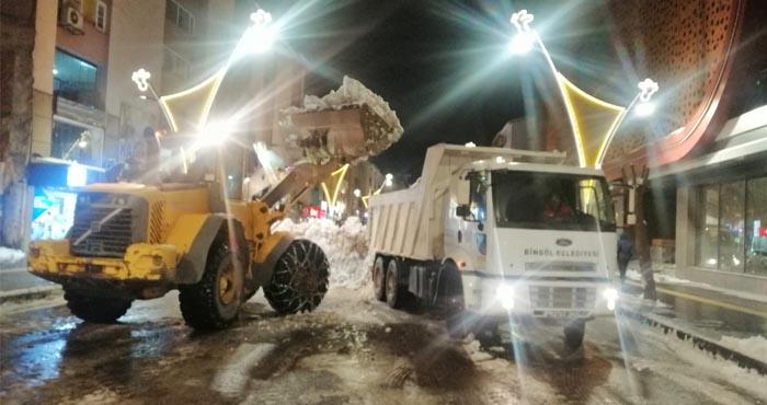 Bingöl Belediyesi'nden caddelerde kar temizliği