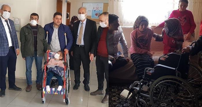 Solhan'da engellilere tekerlekli sandalye hediyesi