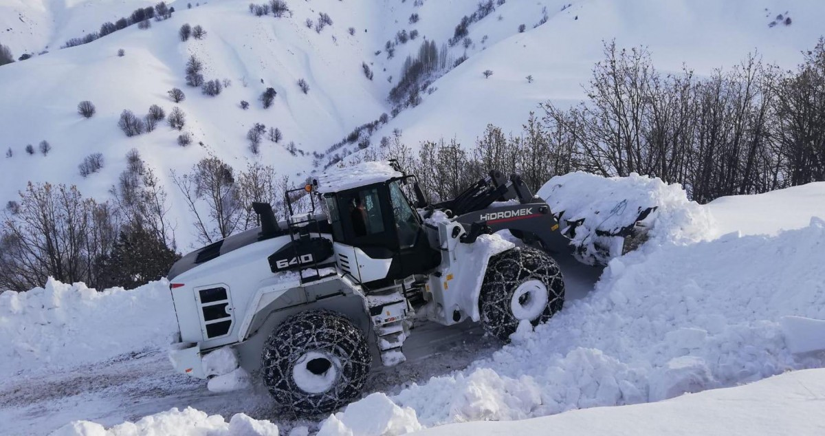 Bingöl'de kapanan köy yolları ulaşıma açıldı