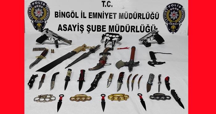 Bingöl'de kasap dükkanı açacak kadar bıçak ele geçirildi