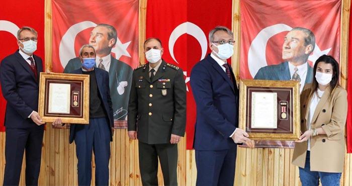 Bingöl'de 2 şehit ailesine Devlet Övünç Madalyası verildi