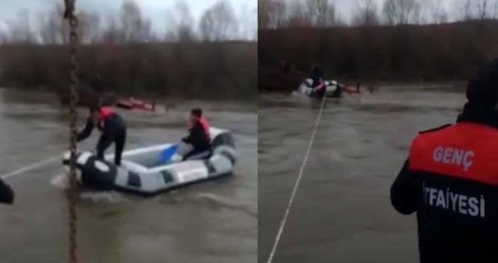 Murat Nehrinde mahsur kalan traktör sürücüsü kurtarıldı