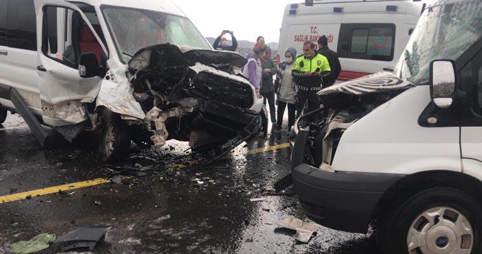 Elazığ yolunda iki minibüs çarpıştı: 2 yaralı