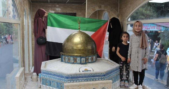 Minia Kudüs tırına yoğun ilgi gösterildi