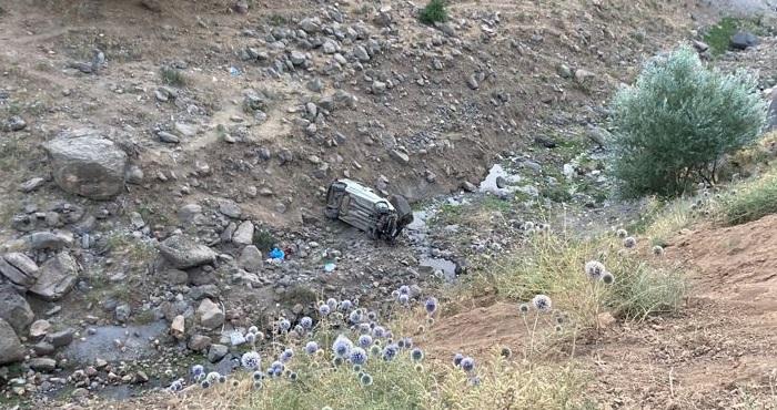 Adaklı'da hafif ticari araç uçuruma yuvarlandı: 2 ölü 2 yaralı