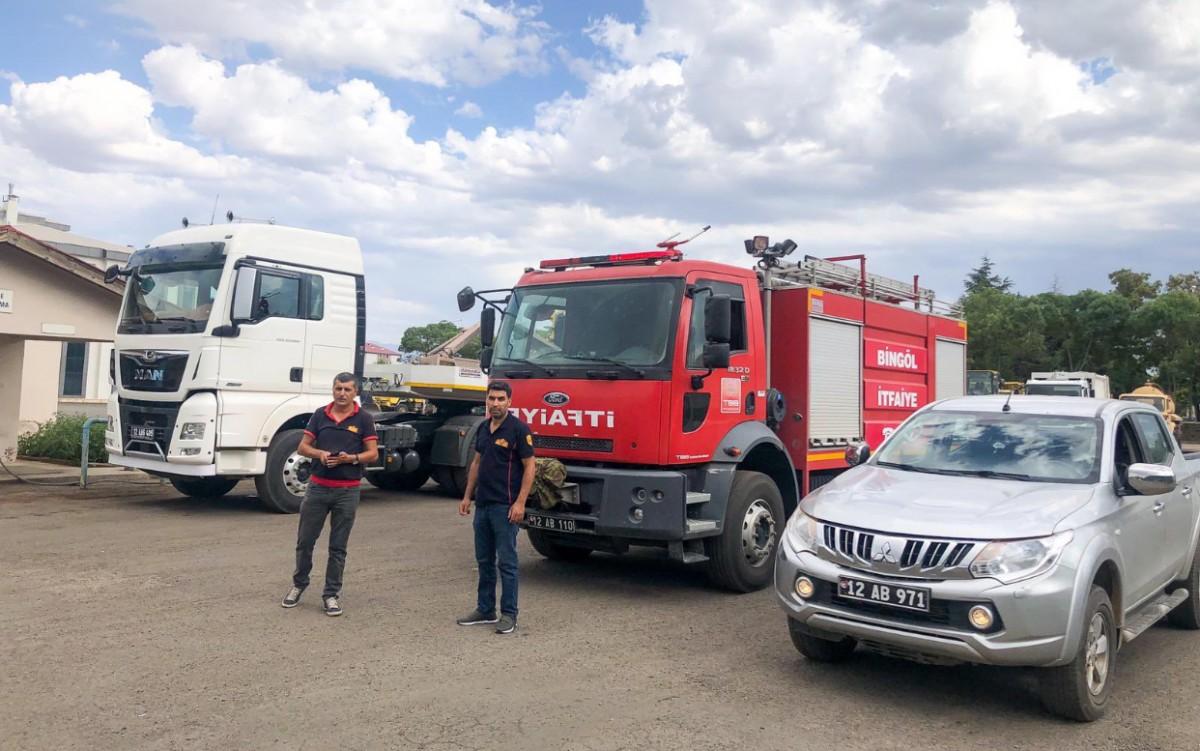 Bingöl'den yangın bölgesine iş makinesi ve itfaiye gönderildi