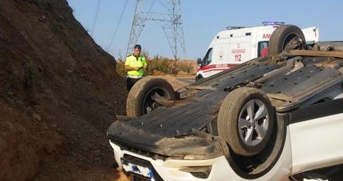 Ters dönen otomobil sürücüsü yaralandı